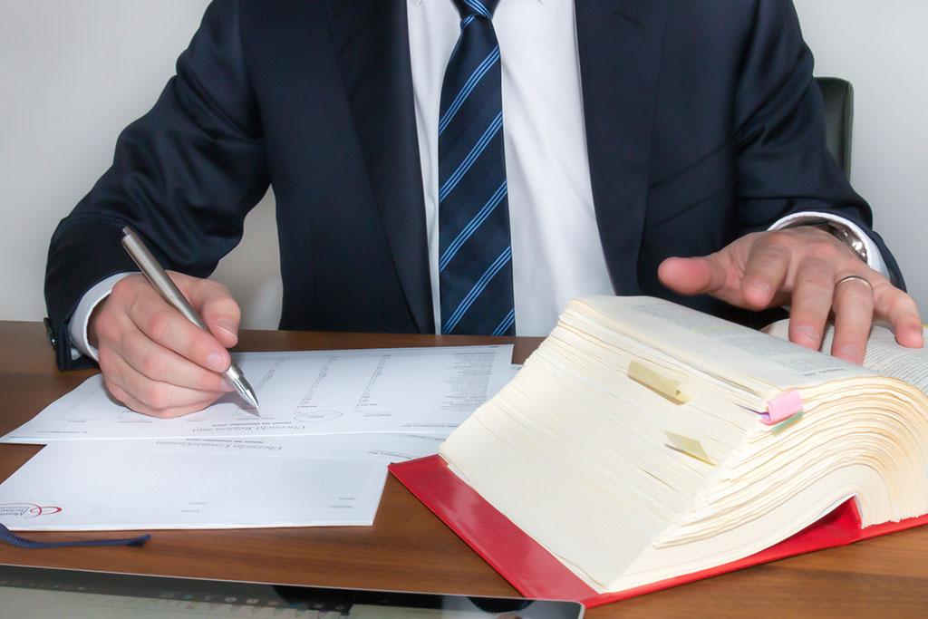 Fachkraft für Lohn und Gehalt (m/w/d) | Menhorn & Partner mbB